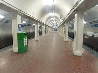 Monroe station (CTA Blue Line) - Image: Monroe Dearborn Station 2