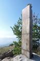 Monte Grammondo pilastrino geodetico.png