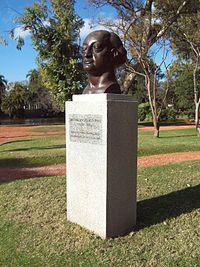 Monumento a Miguel Ángel Asturias en los Parques de Palermo.JPG