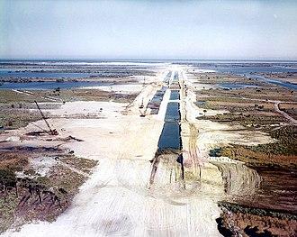 Crawlerway - Image: NASA Crawlerway under construction in December 1963 (KSC 64C 7)