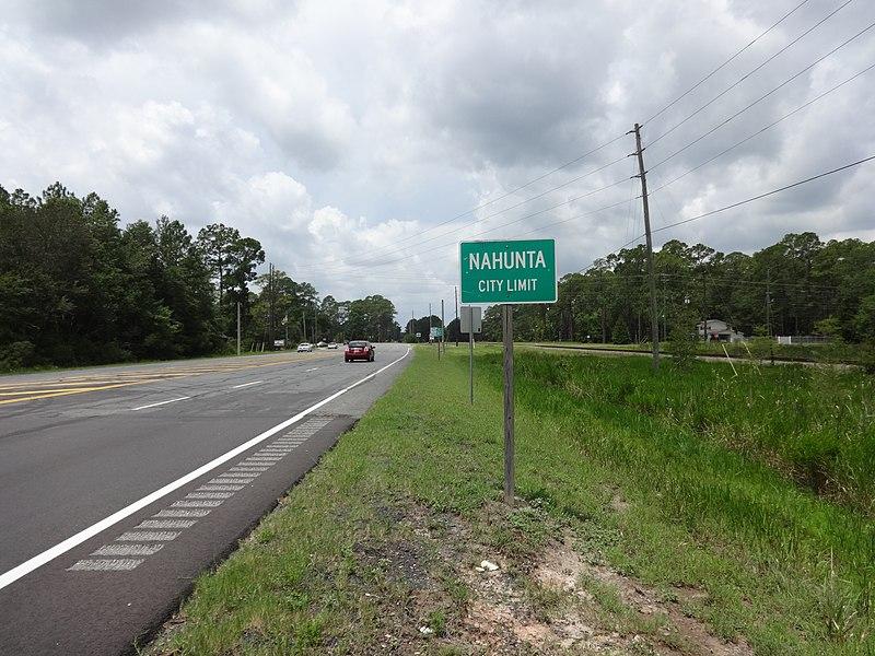 File:Nahunta city limit, US82WB.JPG