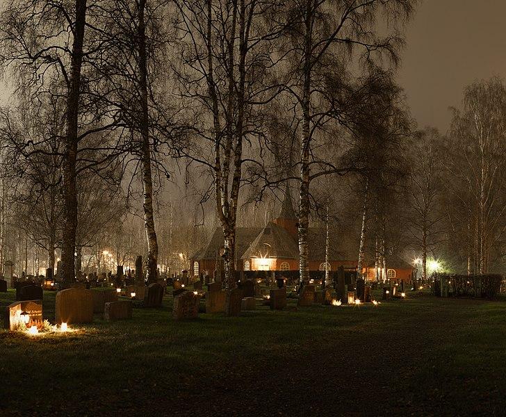 File:Nattbild på Hällefors kyrka.jpg
