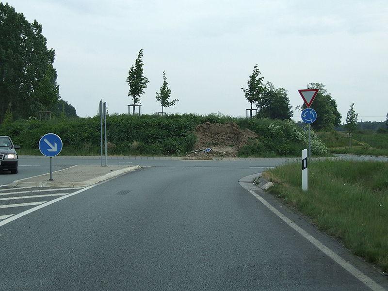 File:Neu angelegter Kreisverkehr DSCF1178.jpg