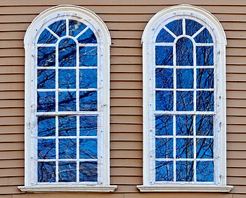English: Pair of windows with reflections, Old...