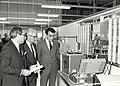 Opening door Mr. I. de Jong, directeur Industrie van het Ministerie van Economische Zaken (midden), links directeur Mark Whelton en burgemeester IJsselmuiden rechts, Haarlemmerstraatweg 113. Aangekoch.JPG