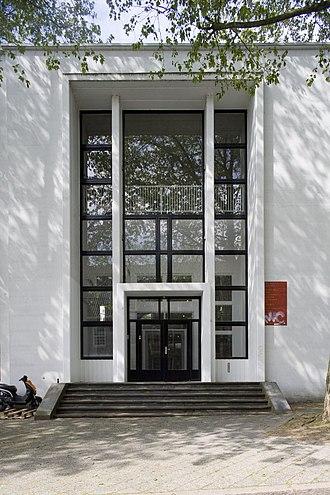 Jan Van Eyck Academie - Image: Overzicht van de voorzijde van de hoofdingang Maastricht 20532258 RCE