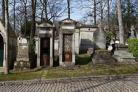 Père-Lachaise - Division 51 - Avenue Saint-Morys 03.jpg