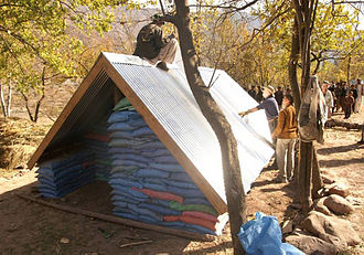 Emergency Architects Foundation - Emergency shelter in Pakistan after earthquake (2005)