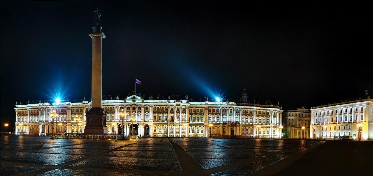 Вид на Александровскую колонну и Зимний дворец