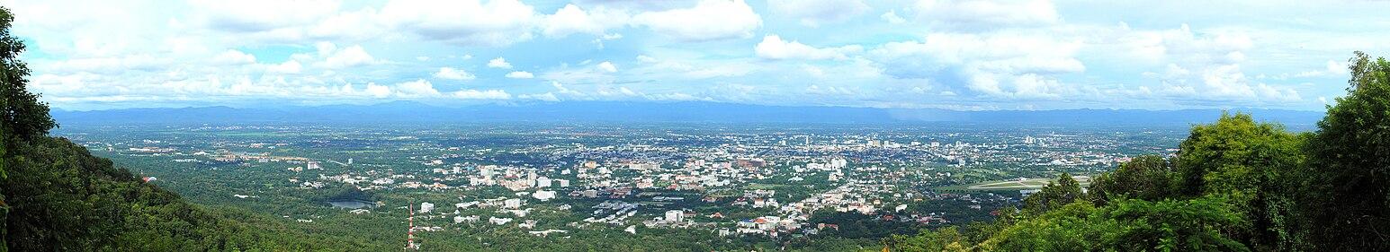 ภาพพาโนรามาของตัวเมืองเชียงใหม่ เมื่อเดือนกันยายน พ.ศ. 2553