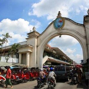 Surakarta - Pasar Klewer and Gapura Keraton (Klewer Textile Market and Keraton Gate).