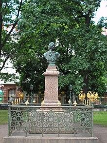 Busto di Pietro il Grande, in fronte alla sua capanna.