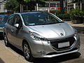 Peugeot 208 1.2 VTi Premier 2013 (16081795299).jpg
