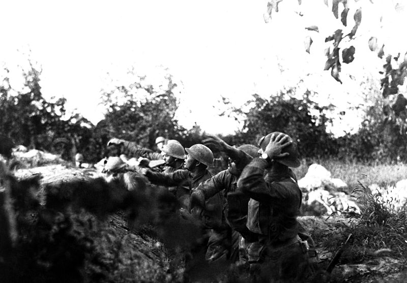 American soldiers on the Piave front hurling hand grenades into the Austrian trenches.