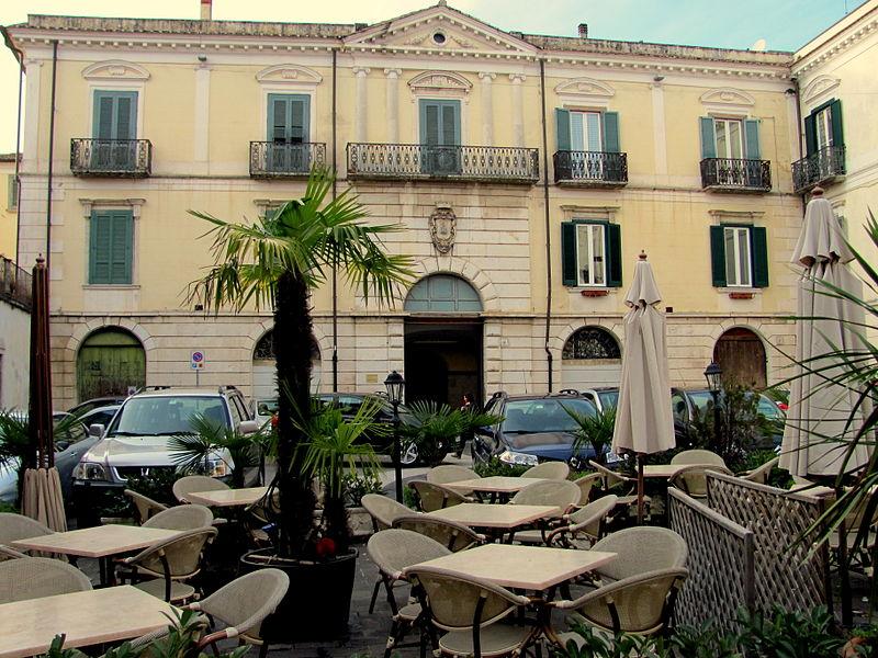 File:Piazza Trento e Trieste (Isernia).JPG