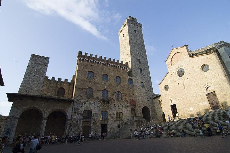 800px-piazza_del_duomo_-_san_gimignano