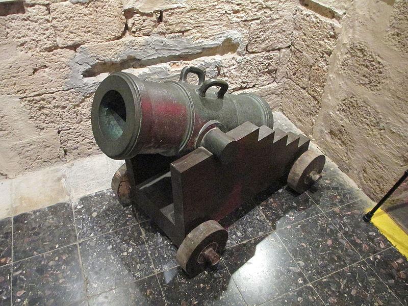 מוזיאון המזגגה בנחשולים - תותח (מרגמה) של צבא נפול
