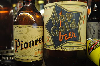 English: Labels, Pioneer Beer, Pioneer Brewing...