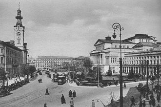 Theatre Square (Warsaw) - Theatre Square, c. 1925. Jabłonowski Palace at left, Great Theater at right