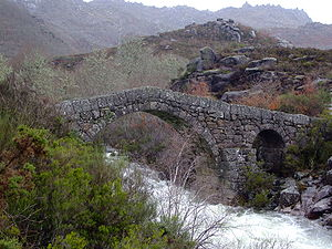 Ponte da Cava da Velha - A view of the Romanesque bridge from the River Laboeiro
