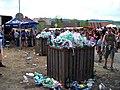 Prčice, Vítkovo náměstí, přeplněné koše.jpg