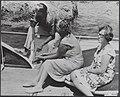 Prins Bernhard, koningin Juliana en hun jongste dochter, prinses Christina op ee, Bestanddeelnr 019-0606.jpg