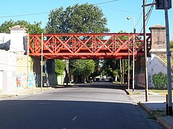 Puente del FCGR sobre la calle San Martín (Avellaneda) desde el norte.JPG