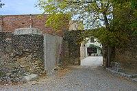 Puerta y muro de Viladamat.jpg