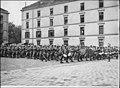Régiment d'infanterie allant prendre part à la revue de la place de la Concorde - Paris 08 - Médiathèque de l'architecture et du patrimoine - APZ0008114A.jpg