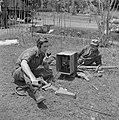 Radiotelegrafisten van de Verbindingsdienst aan het werk, Bestanddeelnr 255-8327.jpg