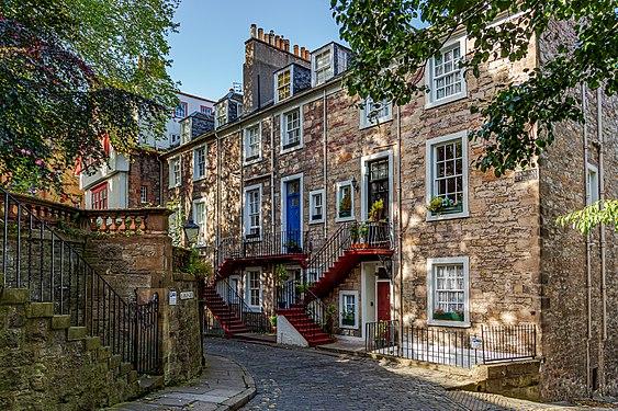 Ramsay Garden, Edinburgh - HDR.jpg
