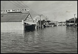 1956 Murray River flood - 1956 flood in Mannum