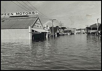 1956 Murray River flood - 1956 flood in Mannum