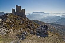 Il castello di Rocca Calascio in Abruzzo, utilizzato per gli esterni che compaiono nelle scene di apertura e chiusura del film