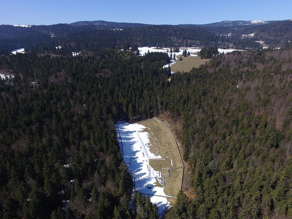 https://upload.wikimedia.org/wikipedia/commons/thumb/d/d1/Ruines-d%27Oujon-aerial-1.JPG/1024px-Ruines-d%27Oujon-aerial-1.JPG