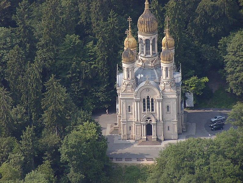 http://upload.wikimedia.org/wikipedia/commons/thumb/d/d1/Russian-orthodox-church-wiesbaden.jpg/796px-Russian-orthodox-church-wiesbaden.jpg