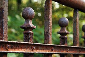 Rusty fence/railing