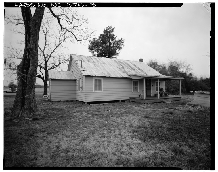 File:SOUTH SIDE AND EAST REAR - Clarence Brinson House, NC 258-24 South of SR 1229, Richlands, Onslow County, NC HABS NC,67-RILA.V,2-3.tif