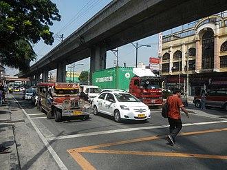 Magsaysay Boulevard - Magsaysay Boulevard at the Pureza Street intersection