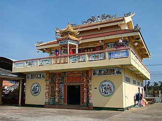Savannakhet - Image: Savannakhet Chinese Temple 2 tango 7174