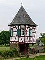 Schloss Steinheim-Weißer Turm.jpg