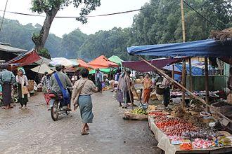 Human geography - Economic Geography: Shan Street bazaar, market in Myanmar