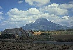 锡纳朋火山