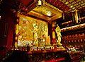 Singapore Buddha Tooth Relic Temple Innen Vordere Gebetshalle 14.jpg