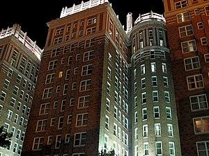 Skirvin Hilton Hotel - Image: Skrivinatnight