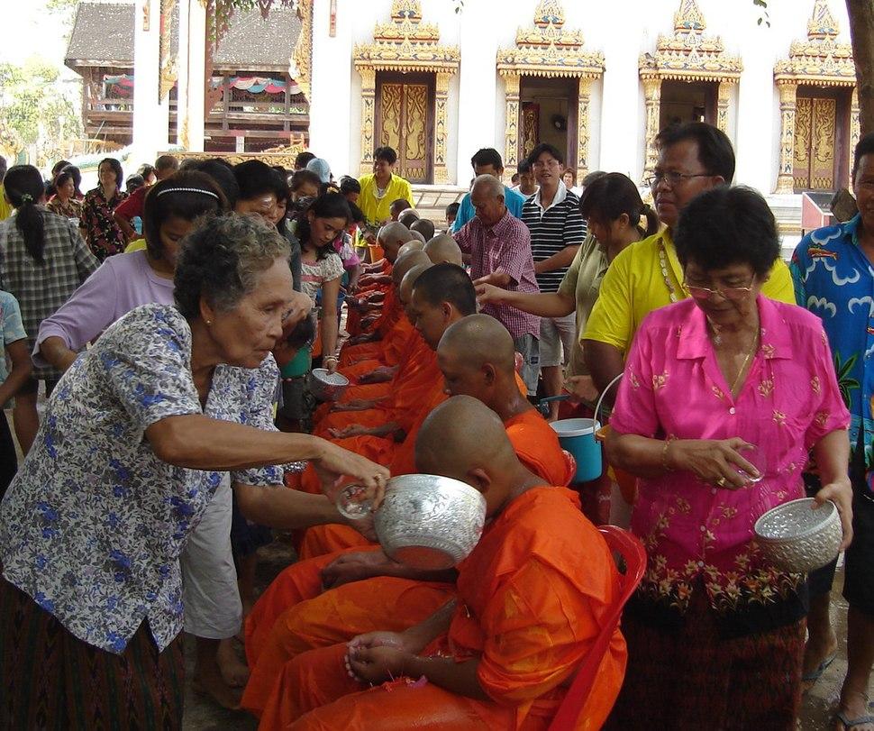 Songkran in Wat Kungthapao 05