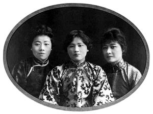 Soong sisters - The Soong sisters in their youth.
