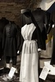 Sorgeklänning i utställningen Dödens teater - Livrustkammaren - 100942.tif
