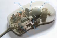 Εσωτερικά μέρη ενός τυπικού μηχανικού ποντικιού: 1. Μπίλια2. Πλαστικοί ράβδοι & γρανάζια3. LED5. Φωτοδίοδος