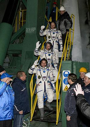 Soyuz TMA-12M - Image: Soyuz TMA 12M crew members wave farewell